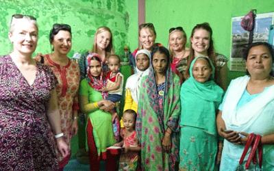 Jouluterveiset Intiasta:  Framilla koulutti slummin naisia Indoressa